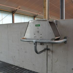 dsc-7217-drinking-water-systems-suevia-valve-trough-drinker-spinder-dairy-housing-systems