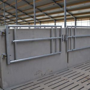 dsc-9365-telescopic-partition-barrier-spinder-dairy-housing-systems