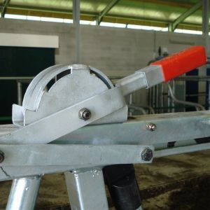 dsc08159-safety-feed-front-spinder-dairy-housing-systems