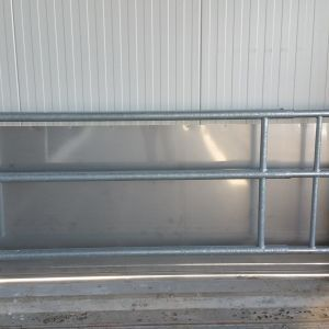 spinder000451-telescopic-partition-barrier-spinder-dairy-housing-systems